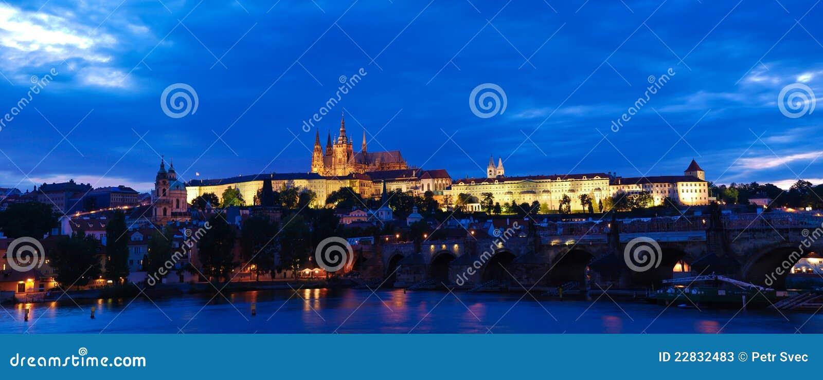 Château de Prague la nuit