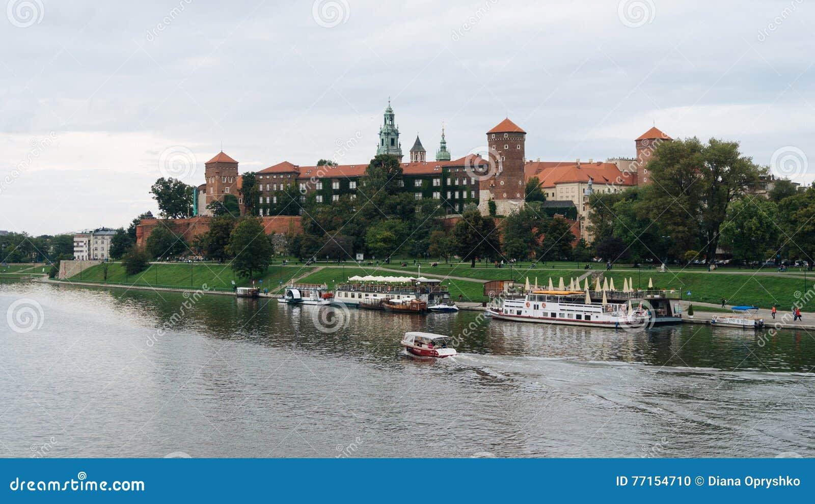 Château et fleuve Vistule de Wawel à Cracovie, Pologne