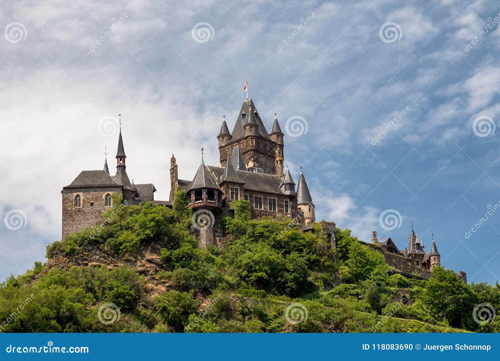 Château impérial de Cochem au-dessus de la rivière la Moselle