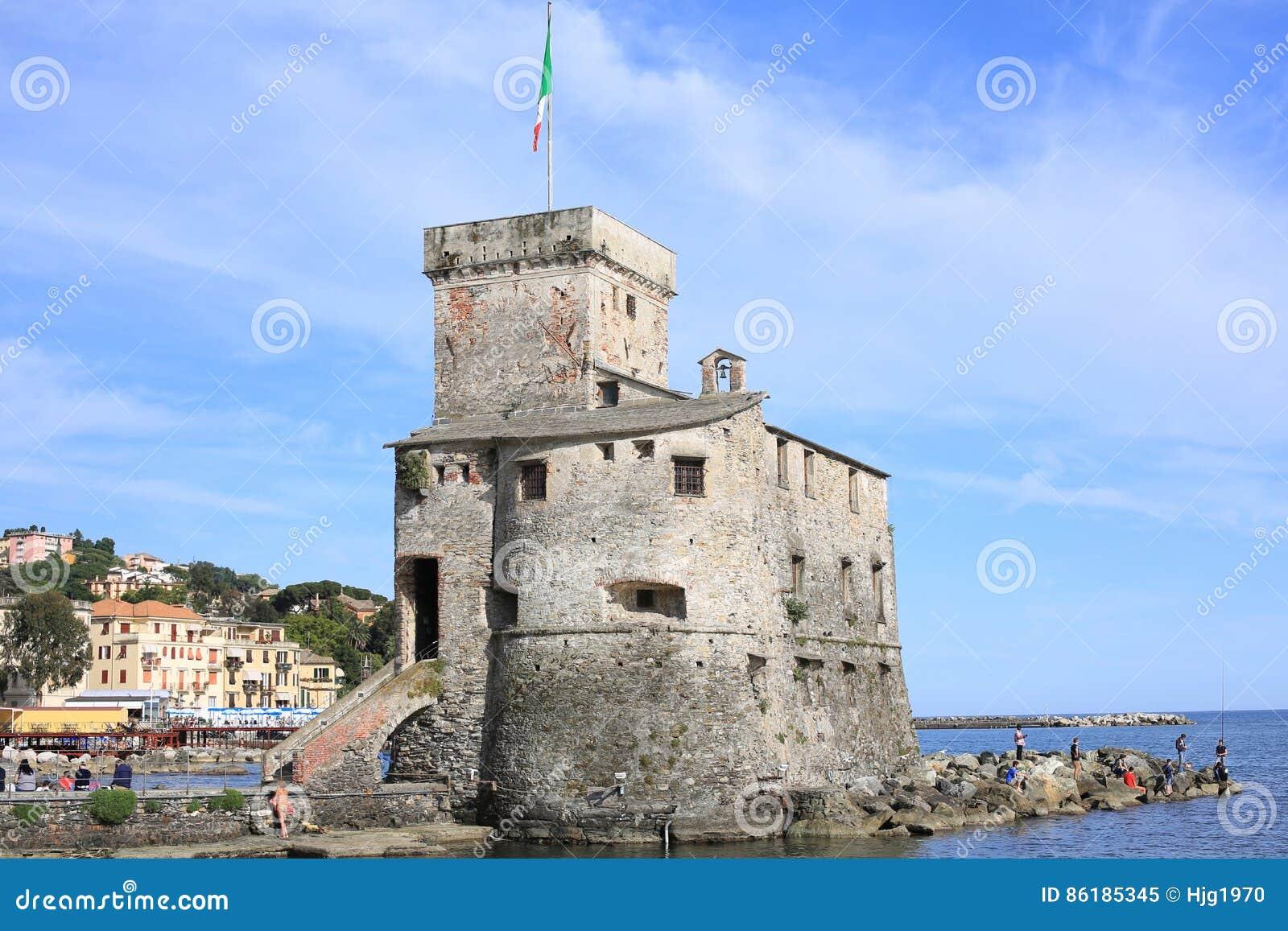 Ch teau m di val dans rapallo italie image stock image for Dans italien