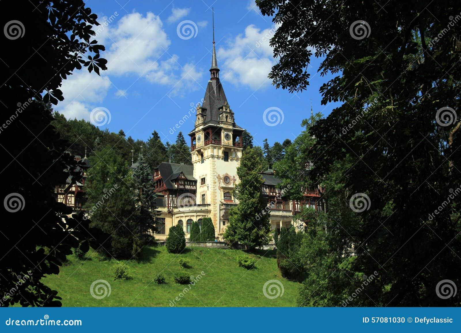 Château royal célèbre de Peles - Sinaia - Roumanie