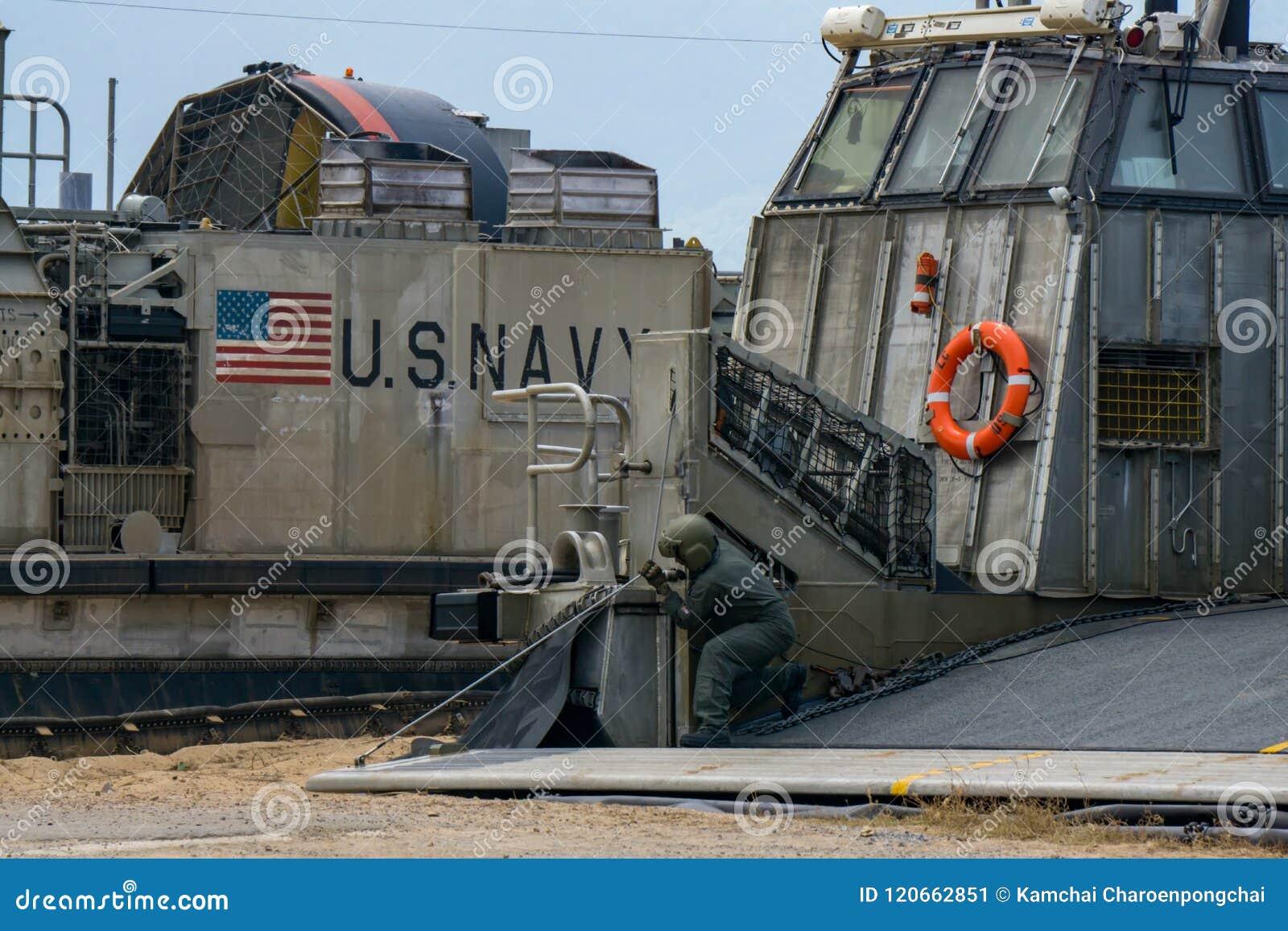 Chèque à ordre de véhicule marin des USA le câble de rampe du coussin d air de barge de débarquement ou du LCAC
