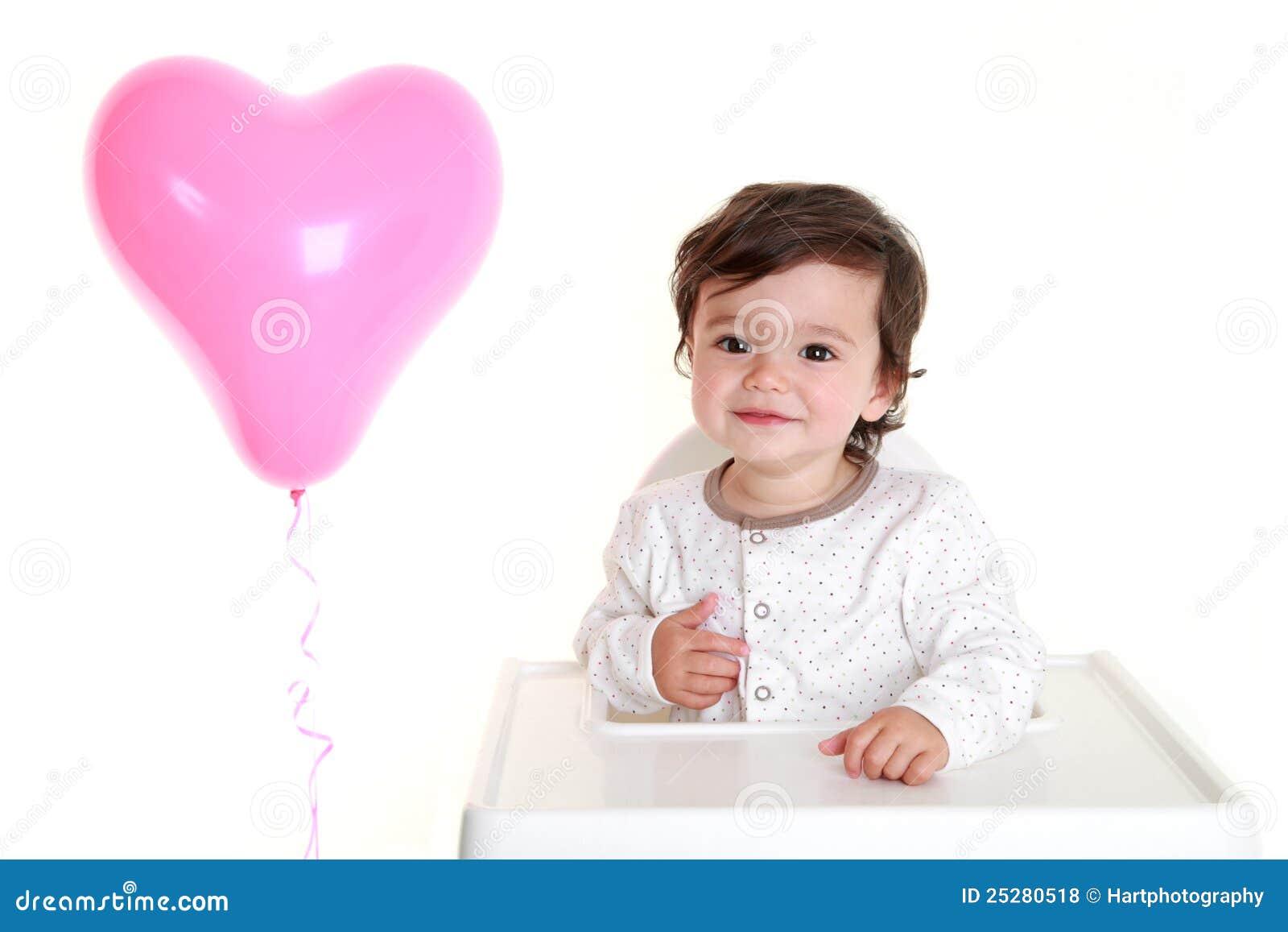 Chéri avec le ballon en forme de coeur