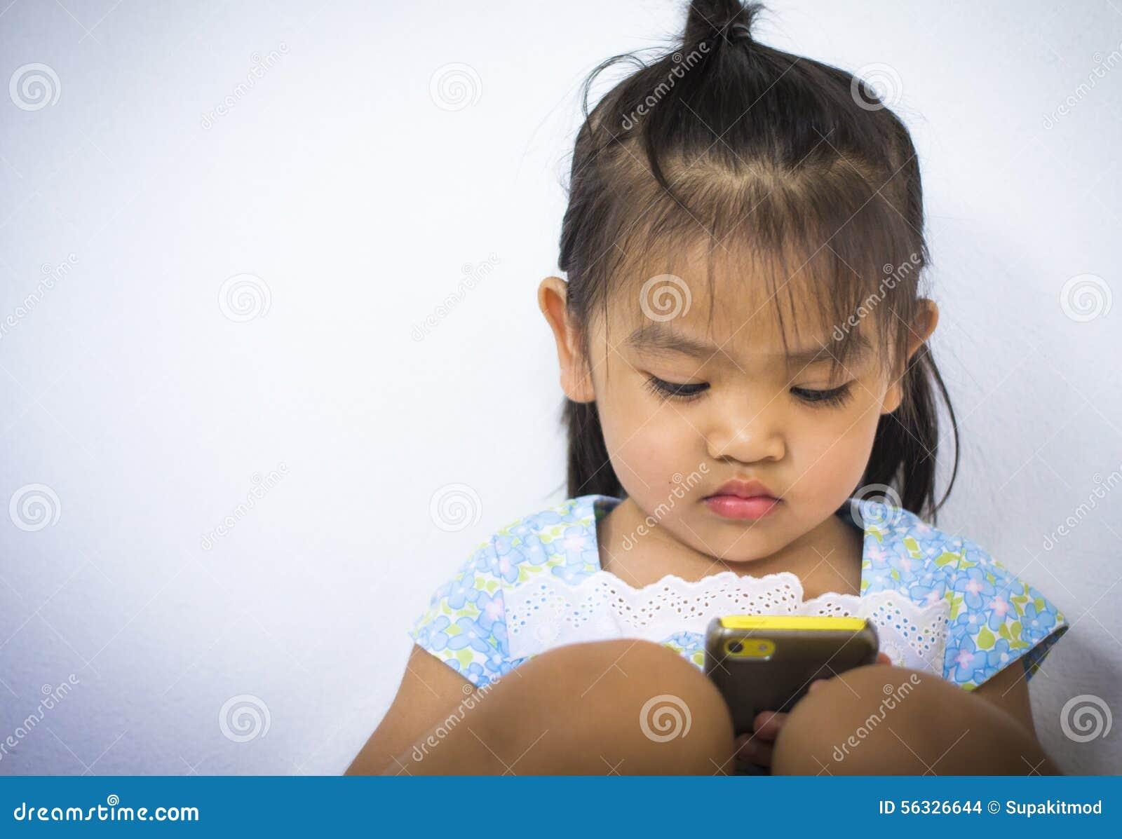 Chéri avec le téléphone portable