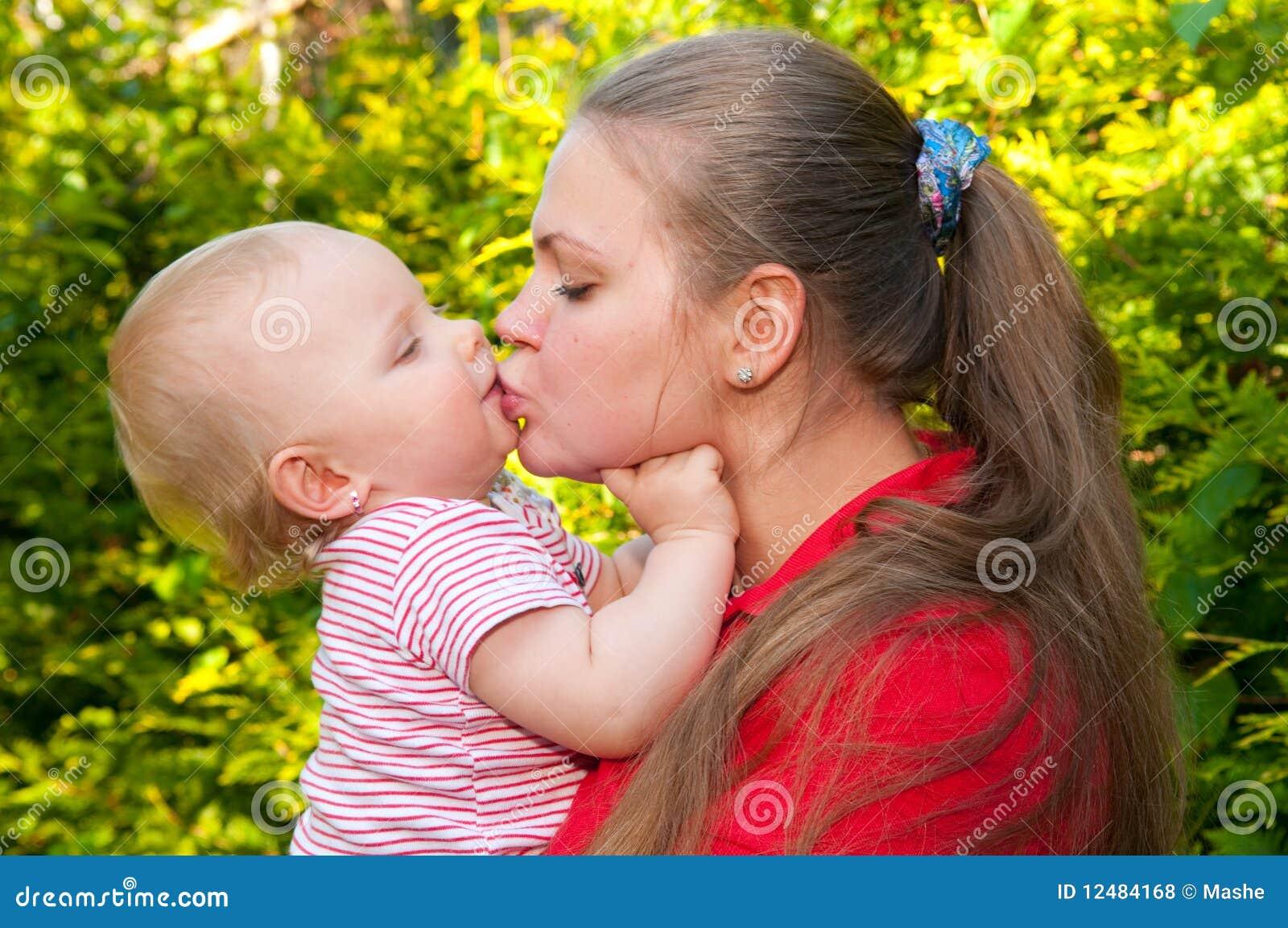 Chéri et mère étonnantes