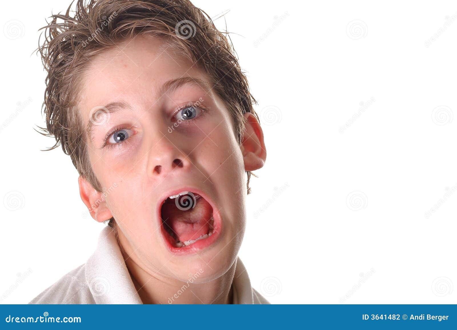 Chłopak się młody krzyczą