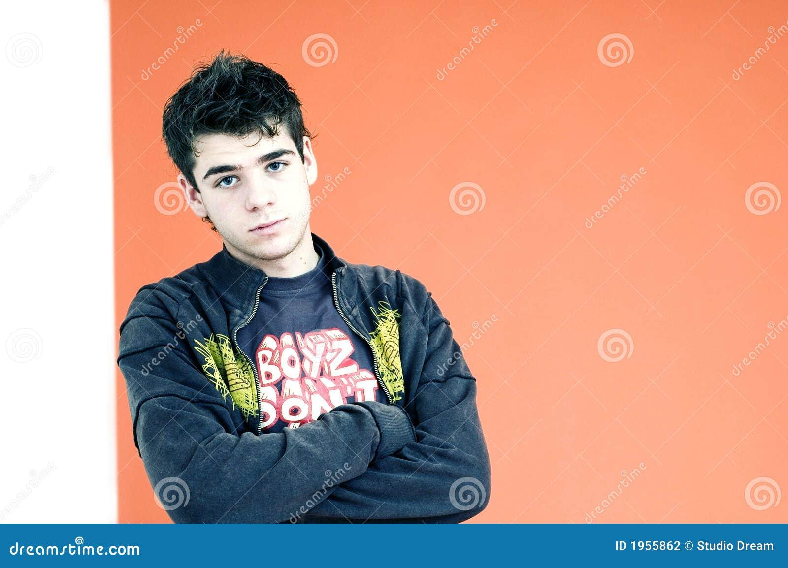 Chłopcy defensywni young nastolatków.