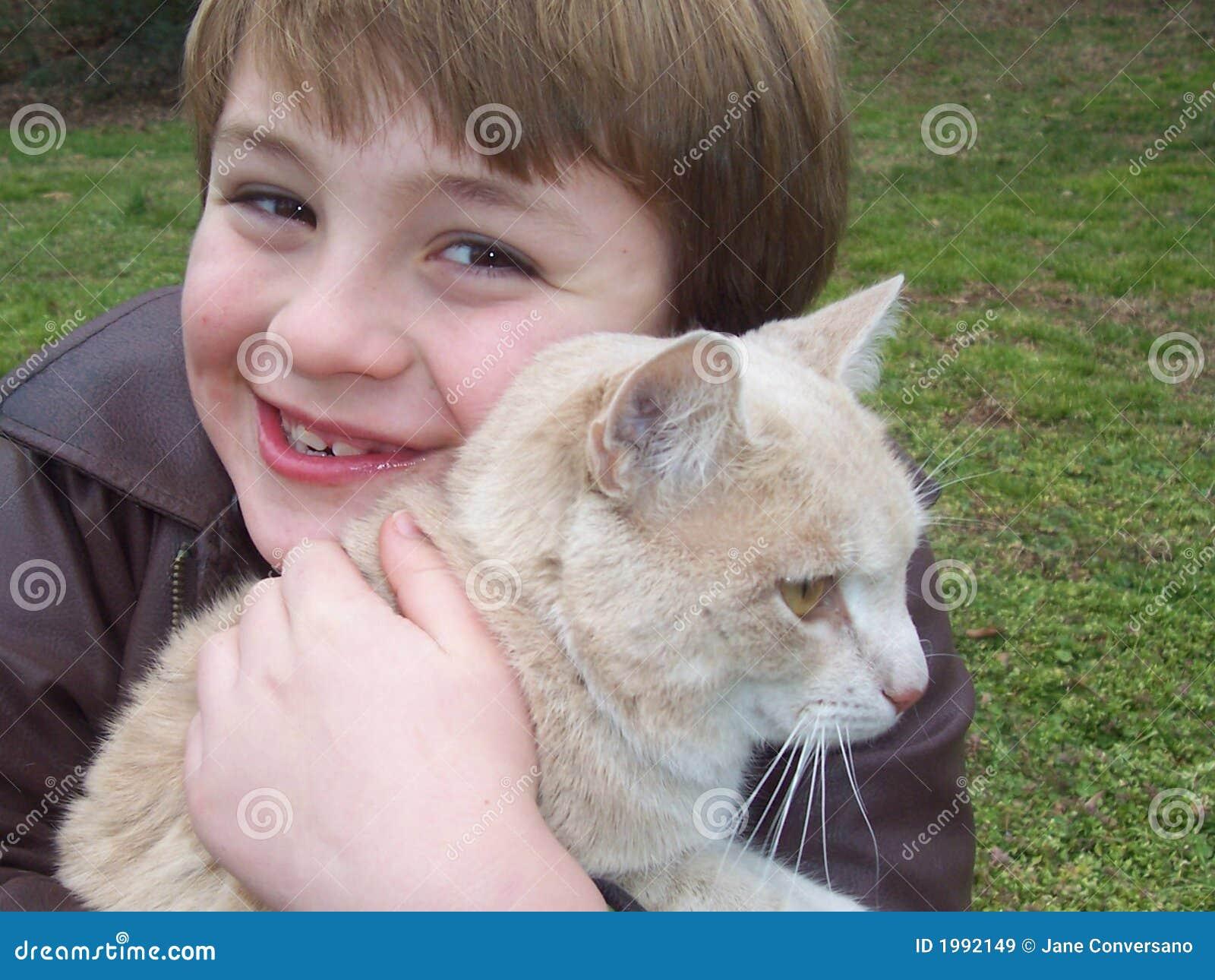 Chłopcy kota przytulenia pet