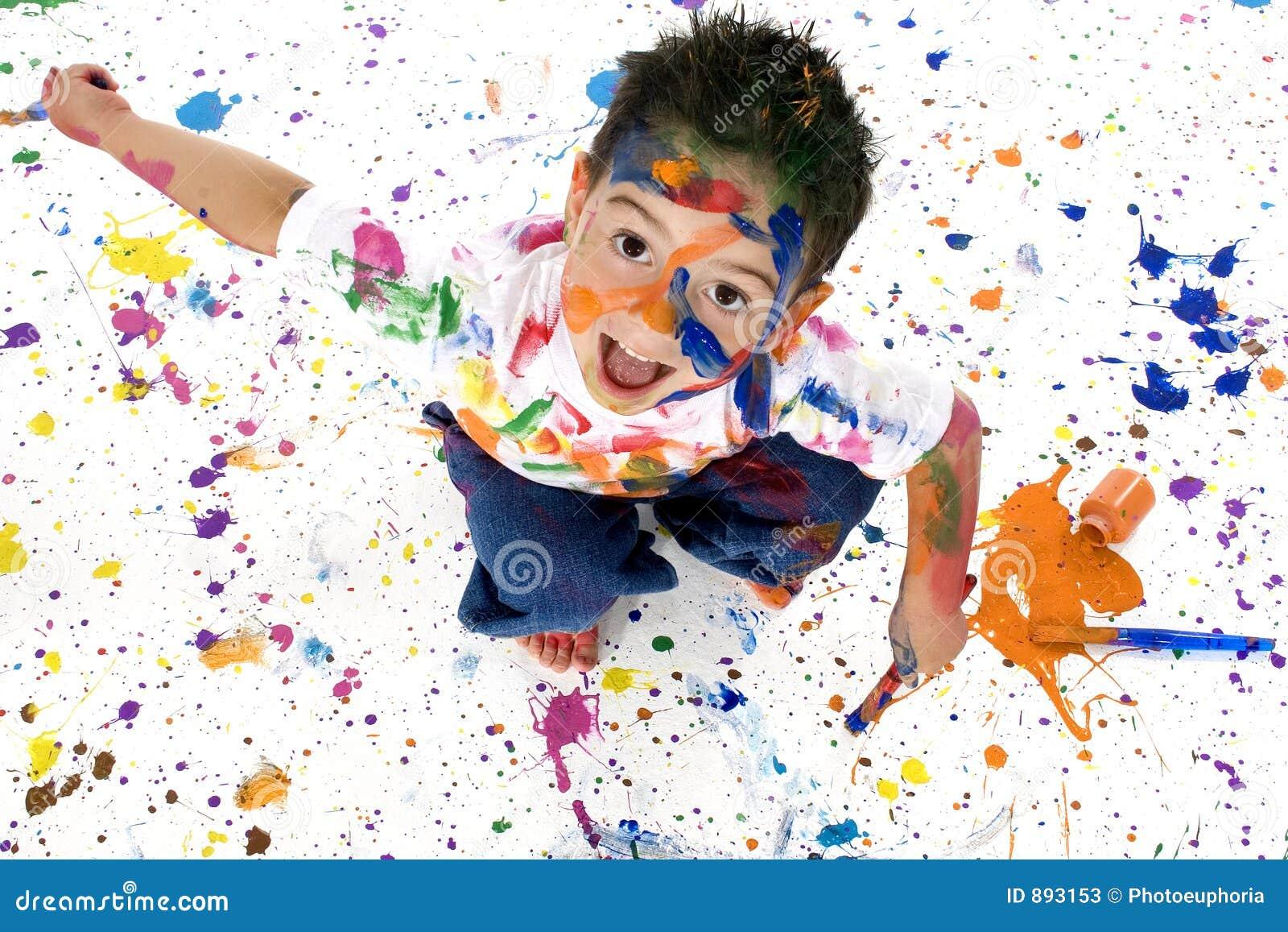 Chłopcy objętych farby splatter young
