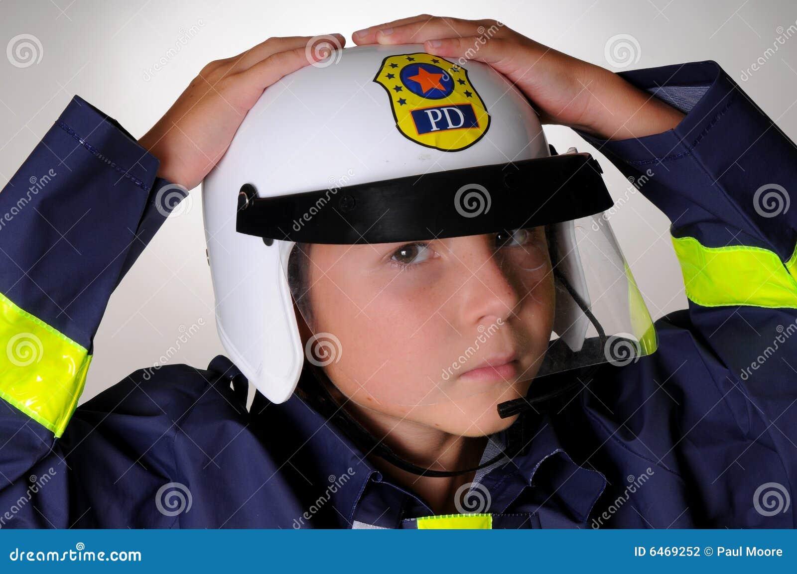 Chłopcy stroju policjanta