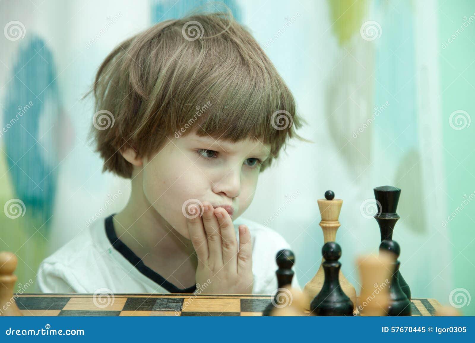 Chłopcy w szachy grać
