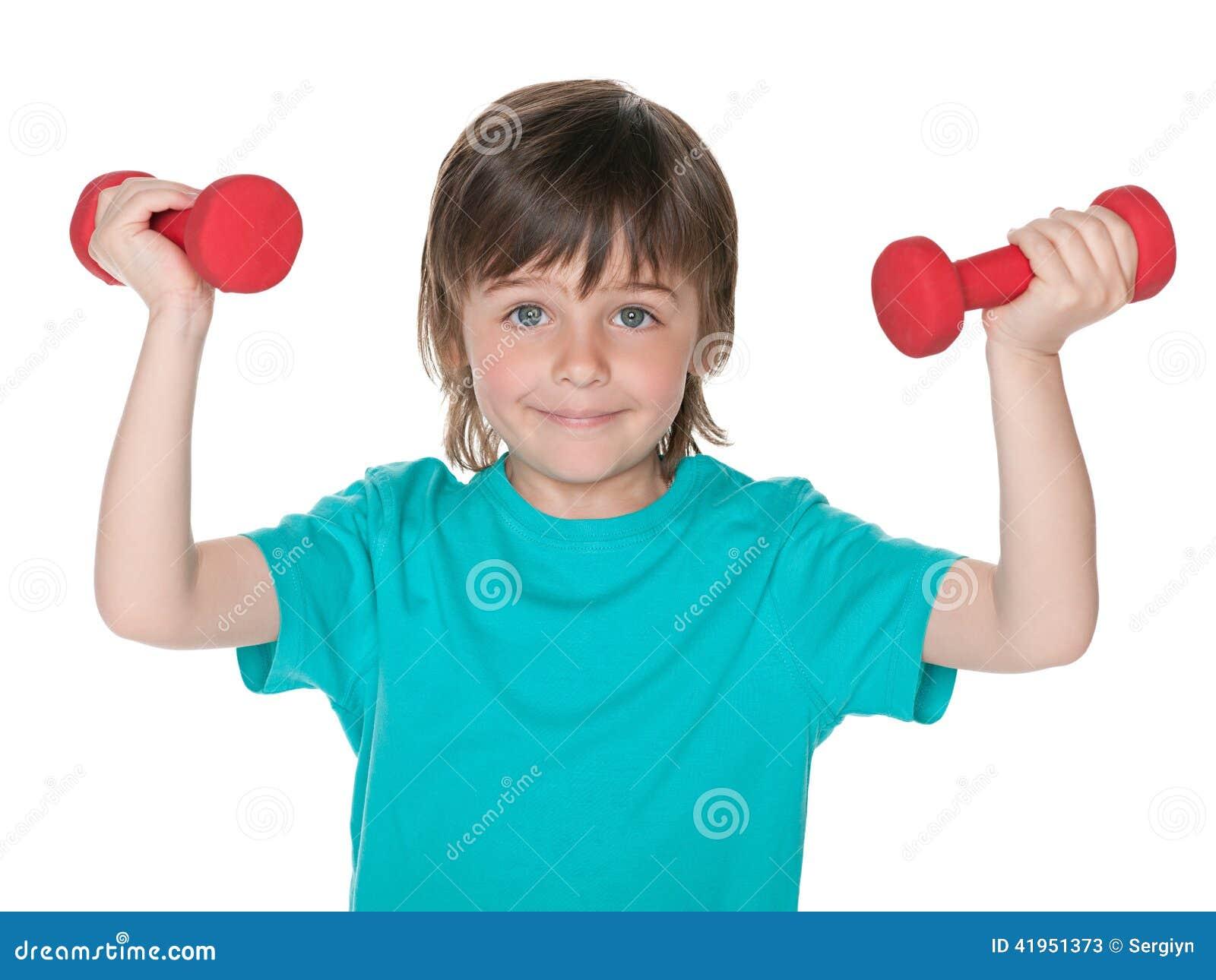 Chłopiec ćwiczenia z dumbbells