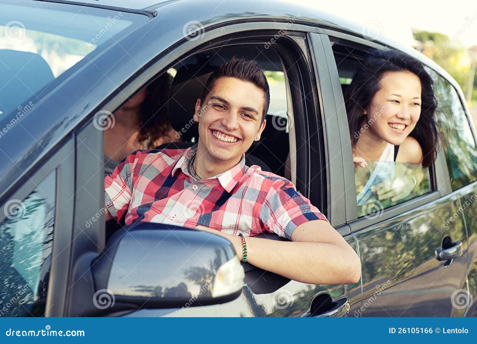 Chłopiec i Dziewczyna w Samochodzie Opuszczać dla Wakacje, Italy