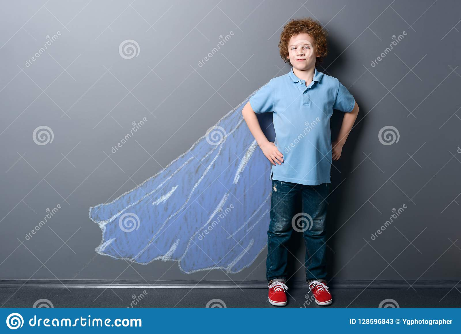 Chłopiec jako super bohater