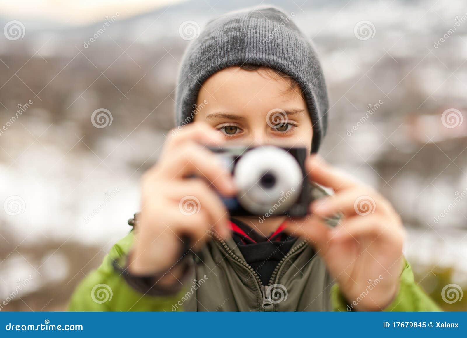 Chłopiec mały plenerowy obrazków zabranie