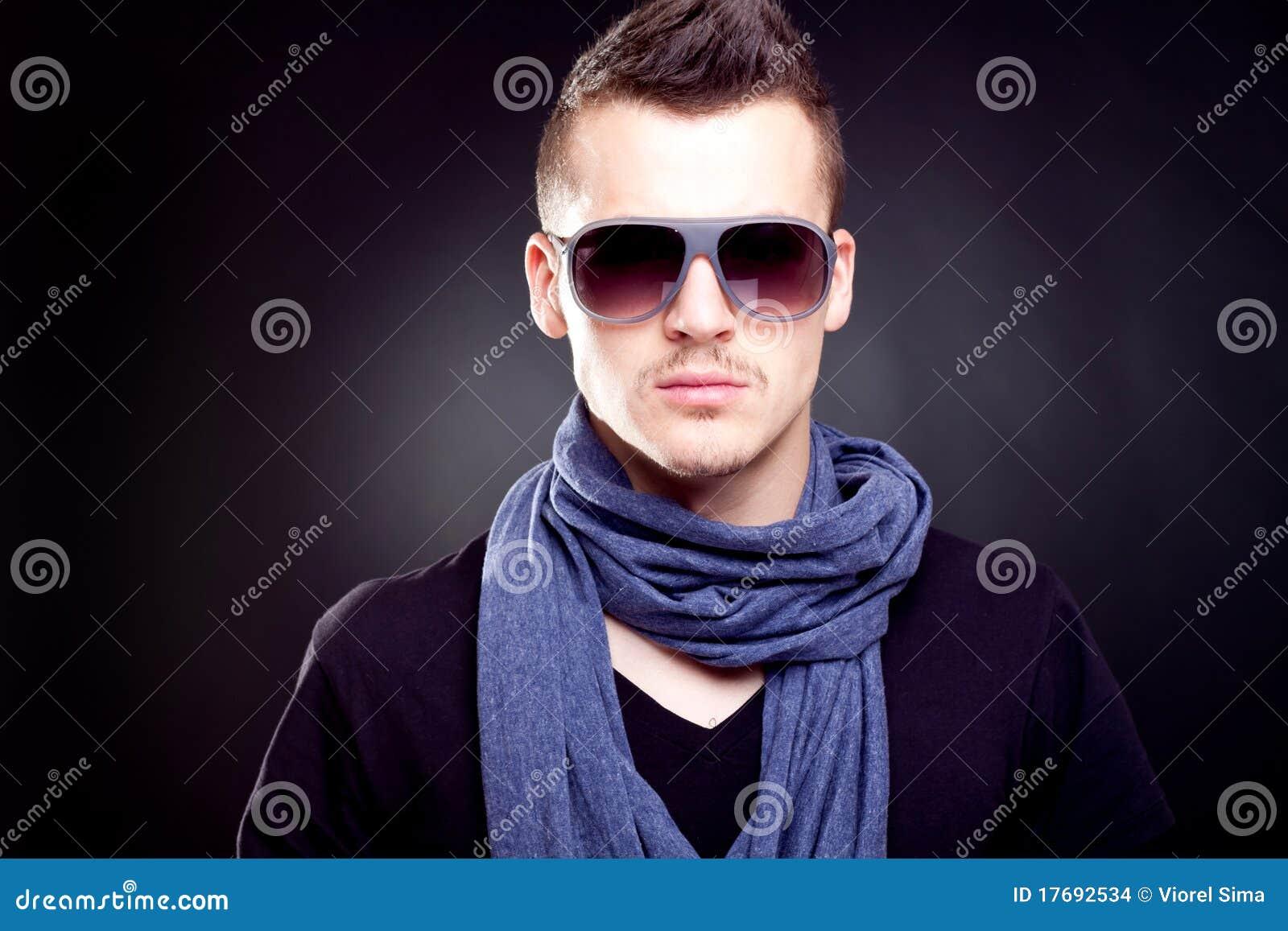 Chłopiec mody okulary przeciwsłoneczne