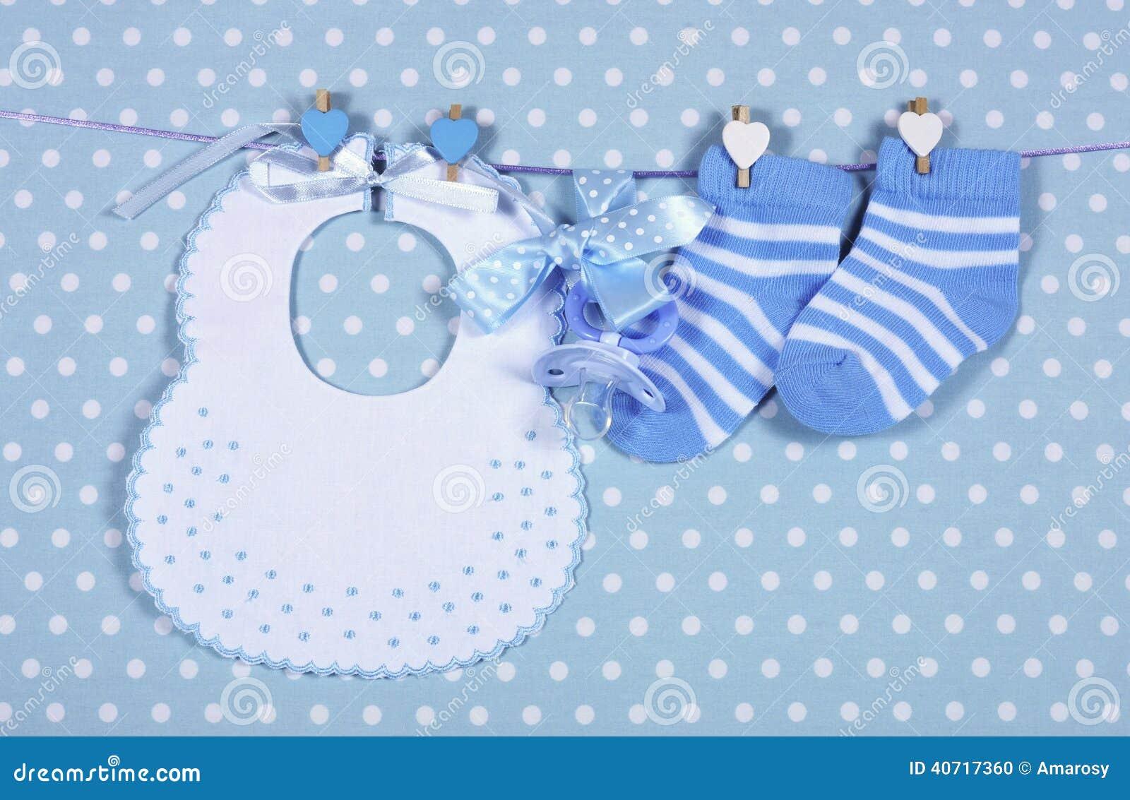 Chłopiec pepiniery błękitny śliniaczek i skarpety