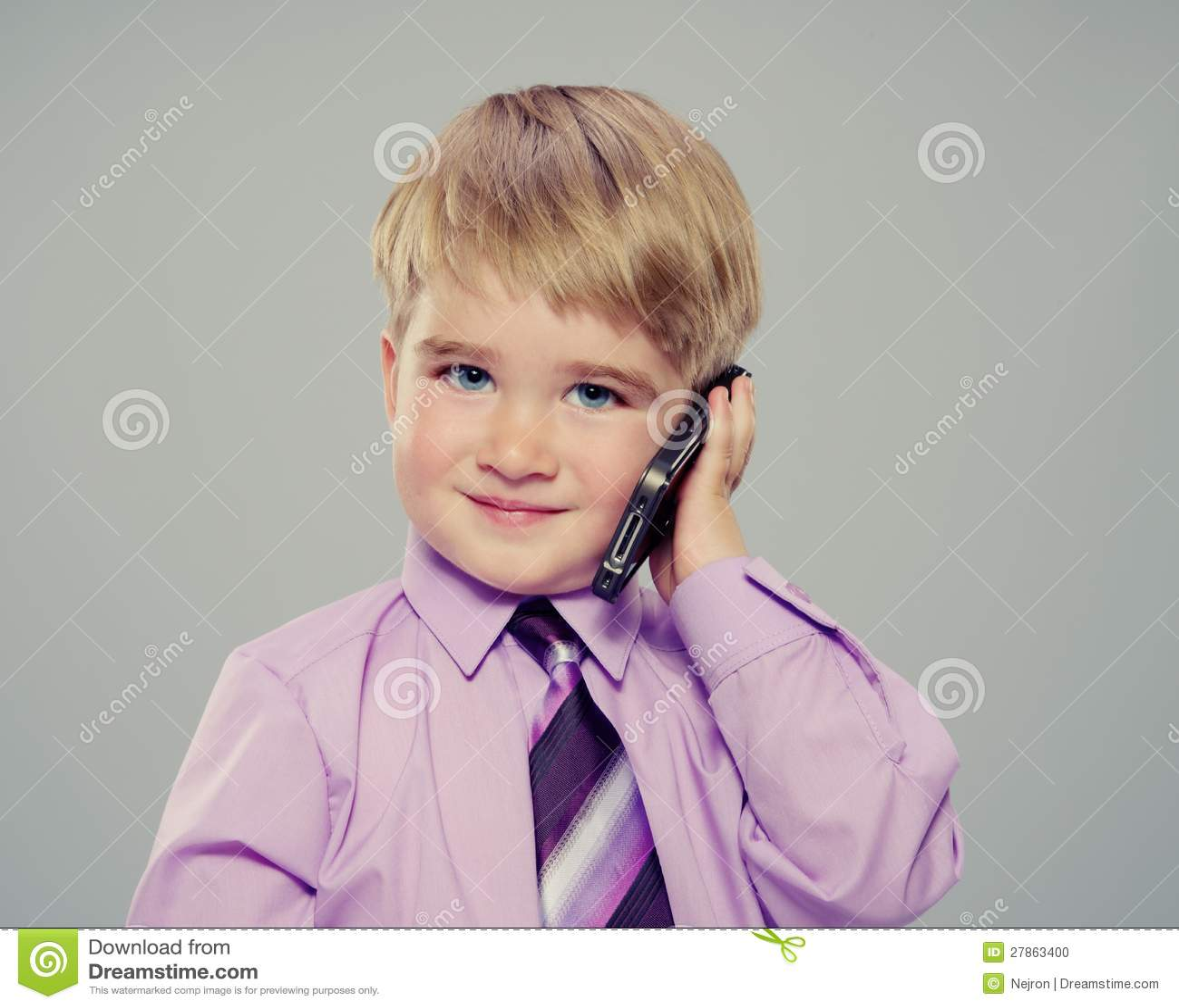 Chłopiec z telefon komórkowy