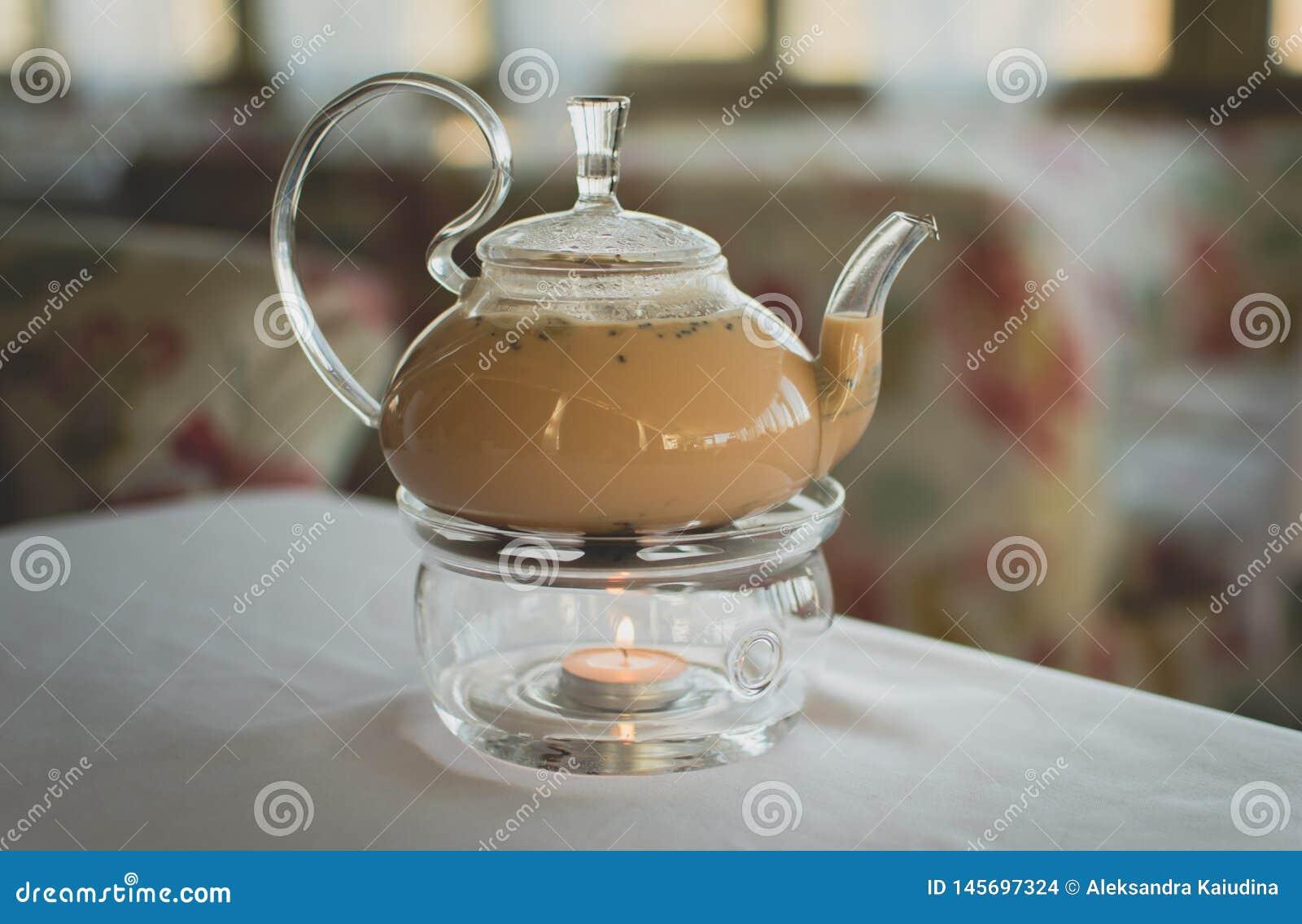 Ch? de Masala em um bule transparente