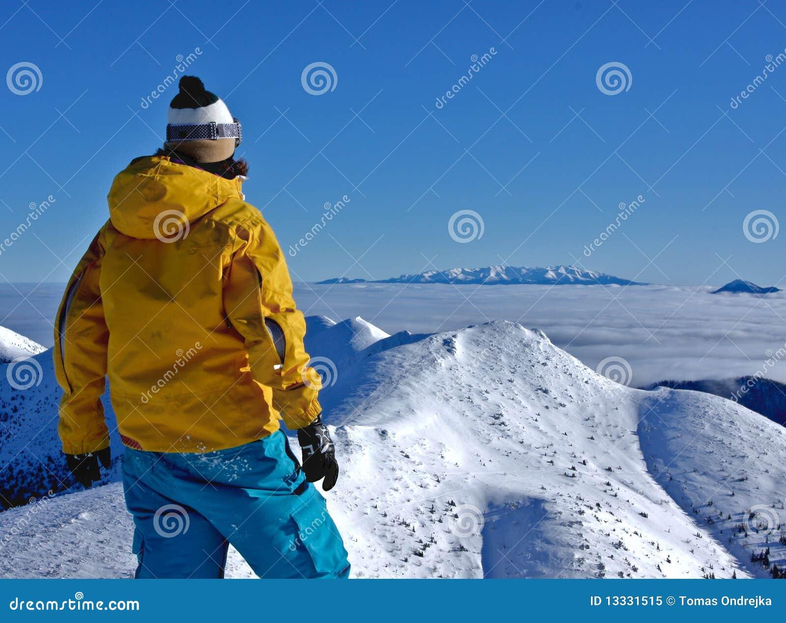 Chłopiec lookig góry