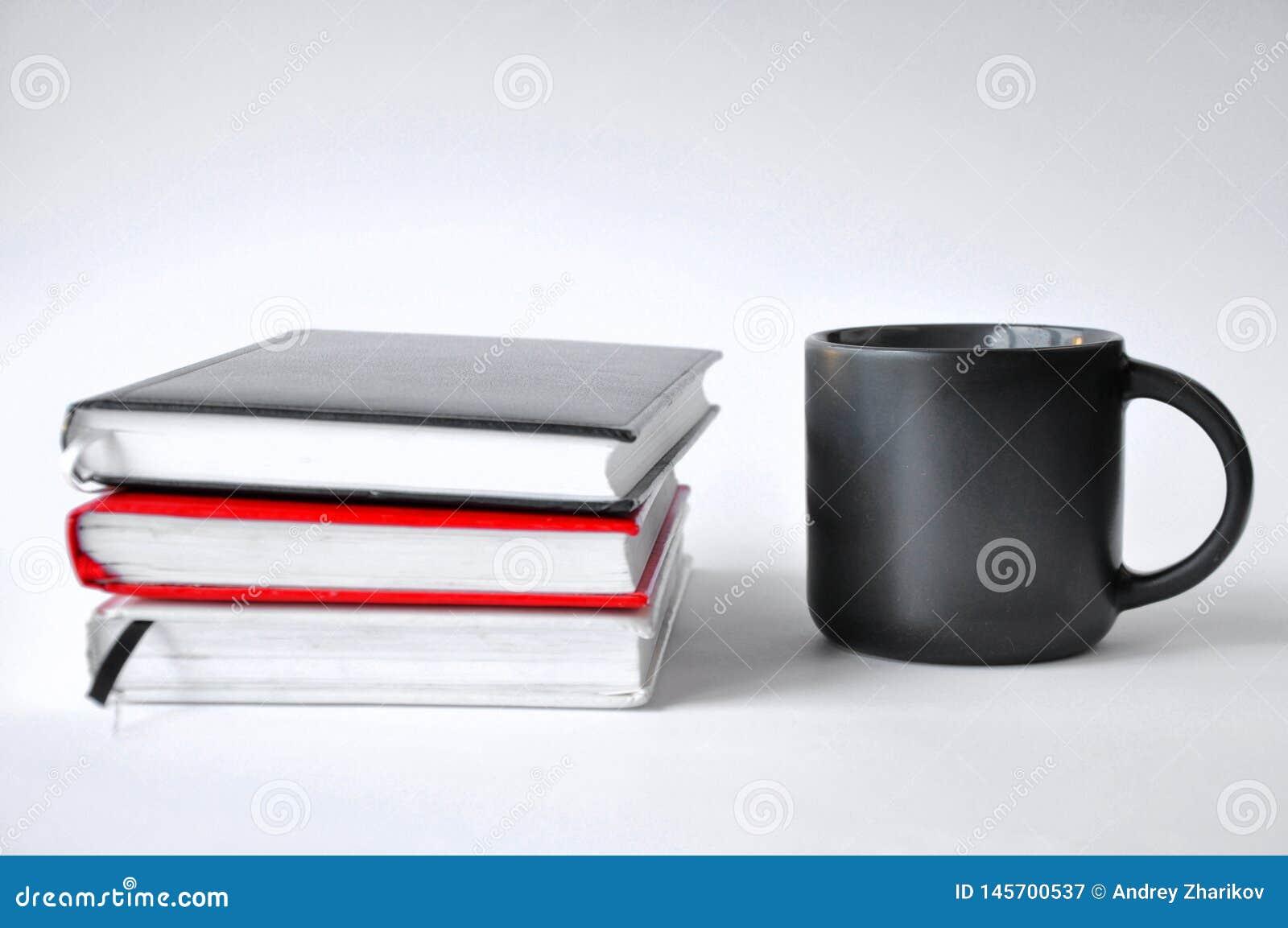 Ch?vena de caf? e livro