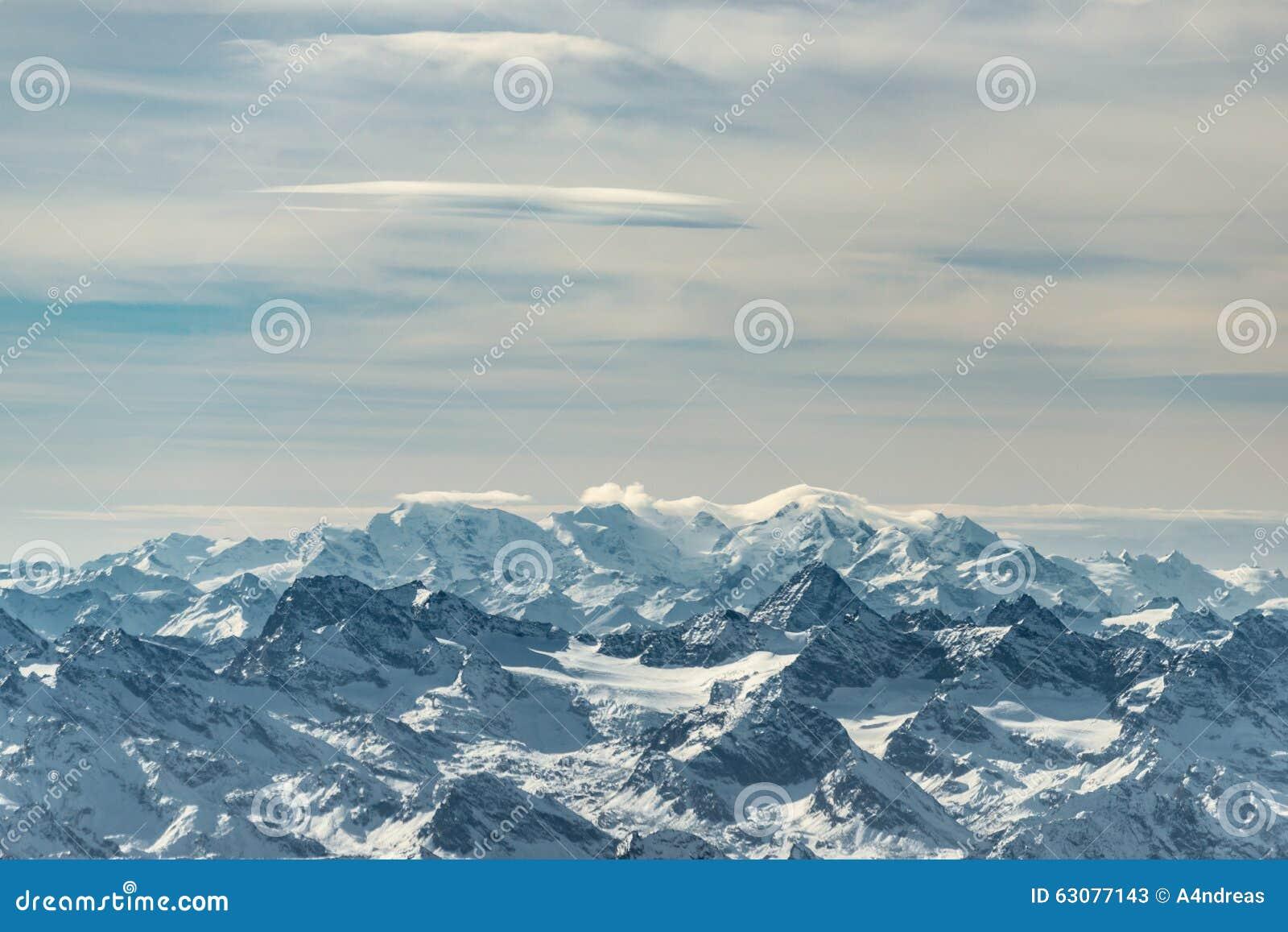 Download Chaînes De Montagne Neigeuses énormes Image stock - Image du beauté, autriche: 63077143