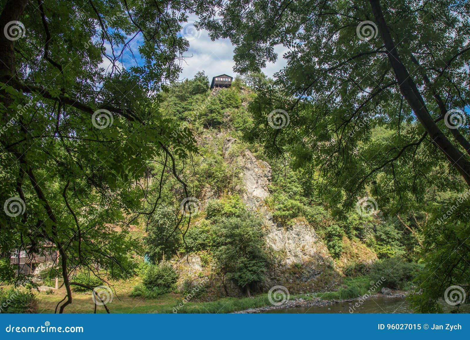 Chałupa na wzgórzu