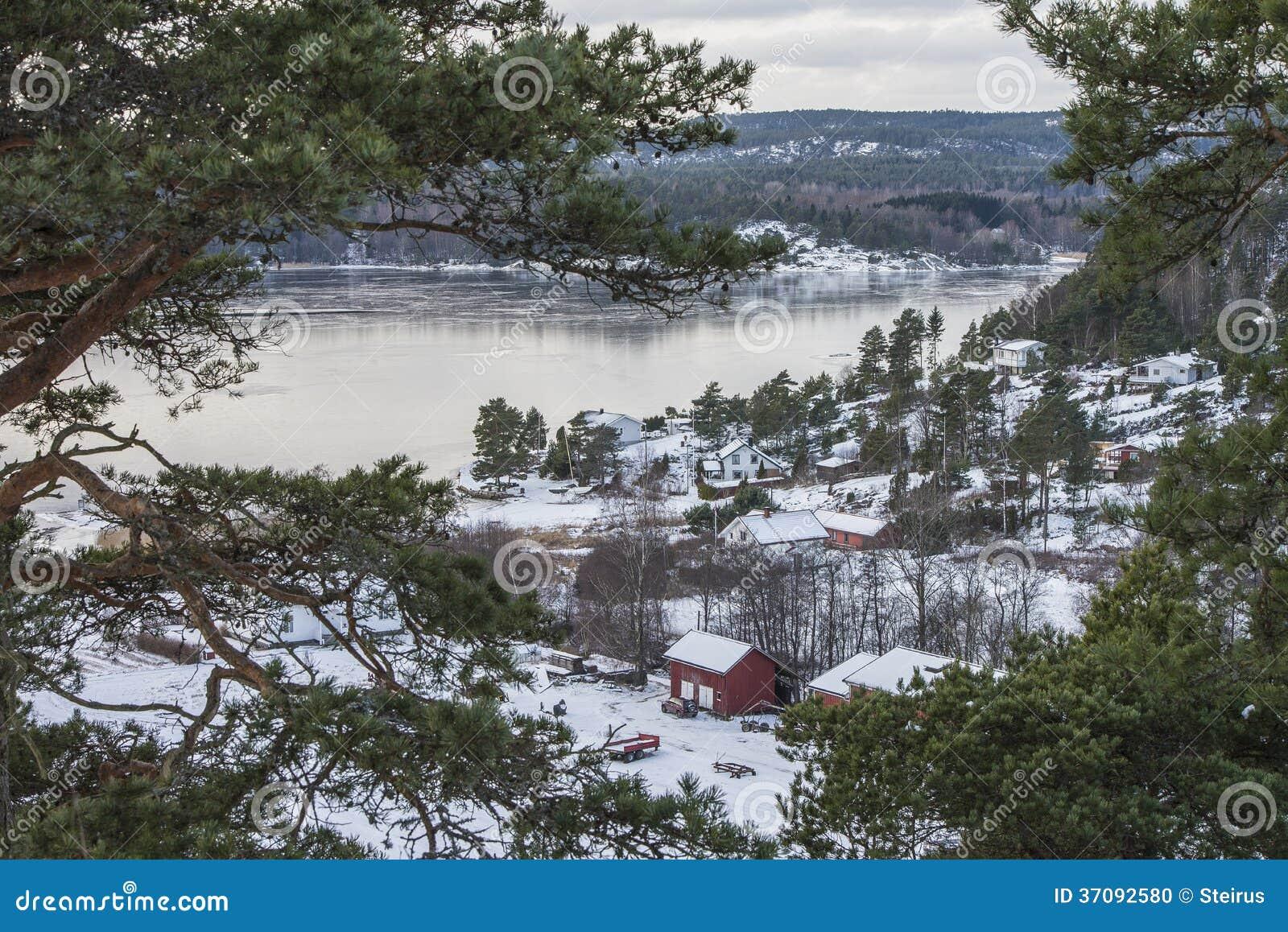 Download Chałupy Iddefjord zdjęcie stock. Obraz złożonej z malowniczy - 37092580