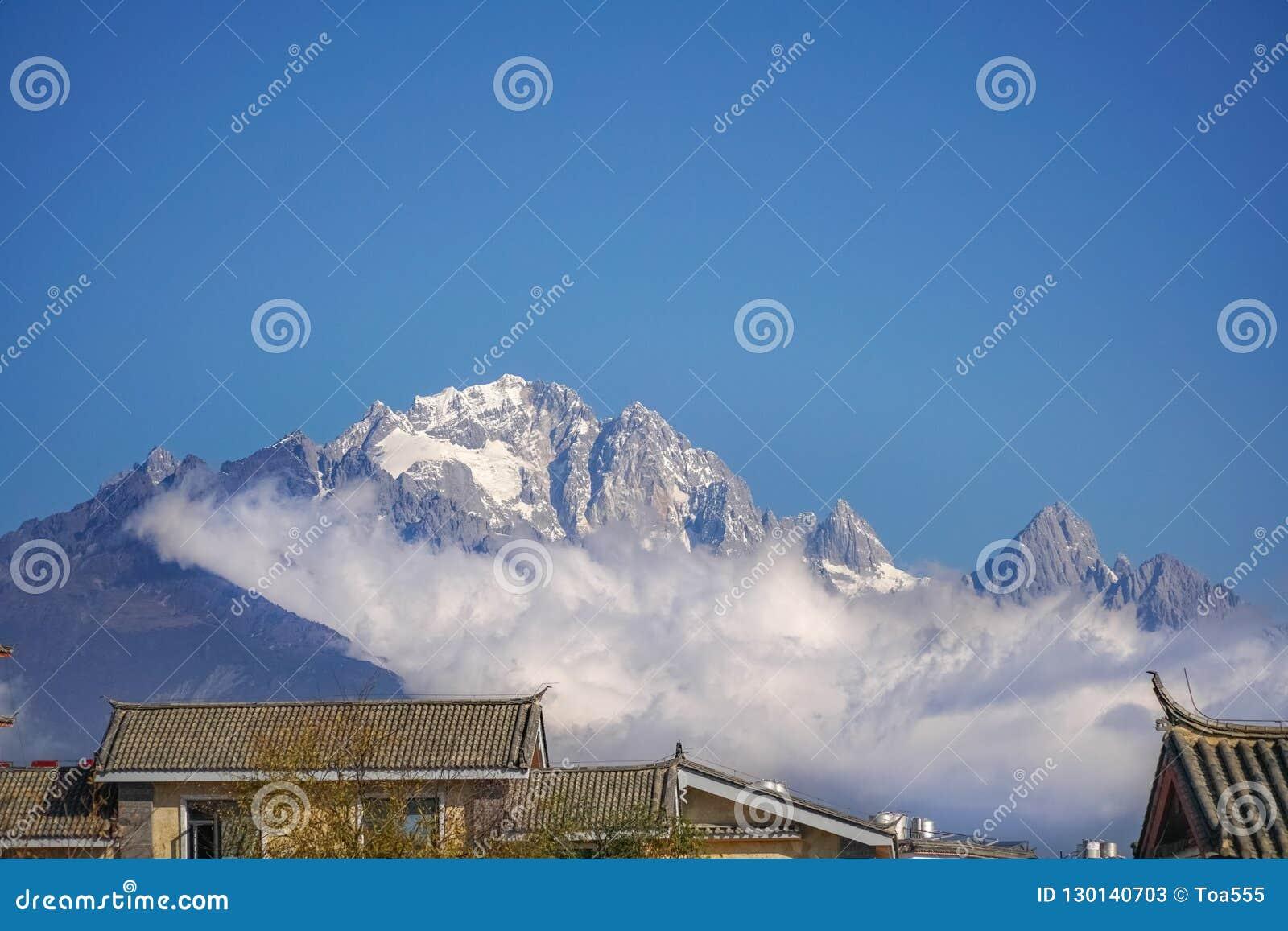 Chabeta smoka Śnieżna góra, Lijiang, Yunnan Chiny