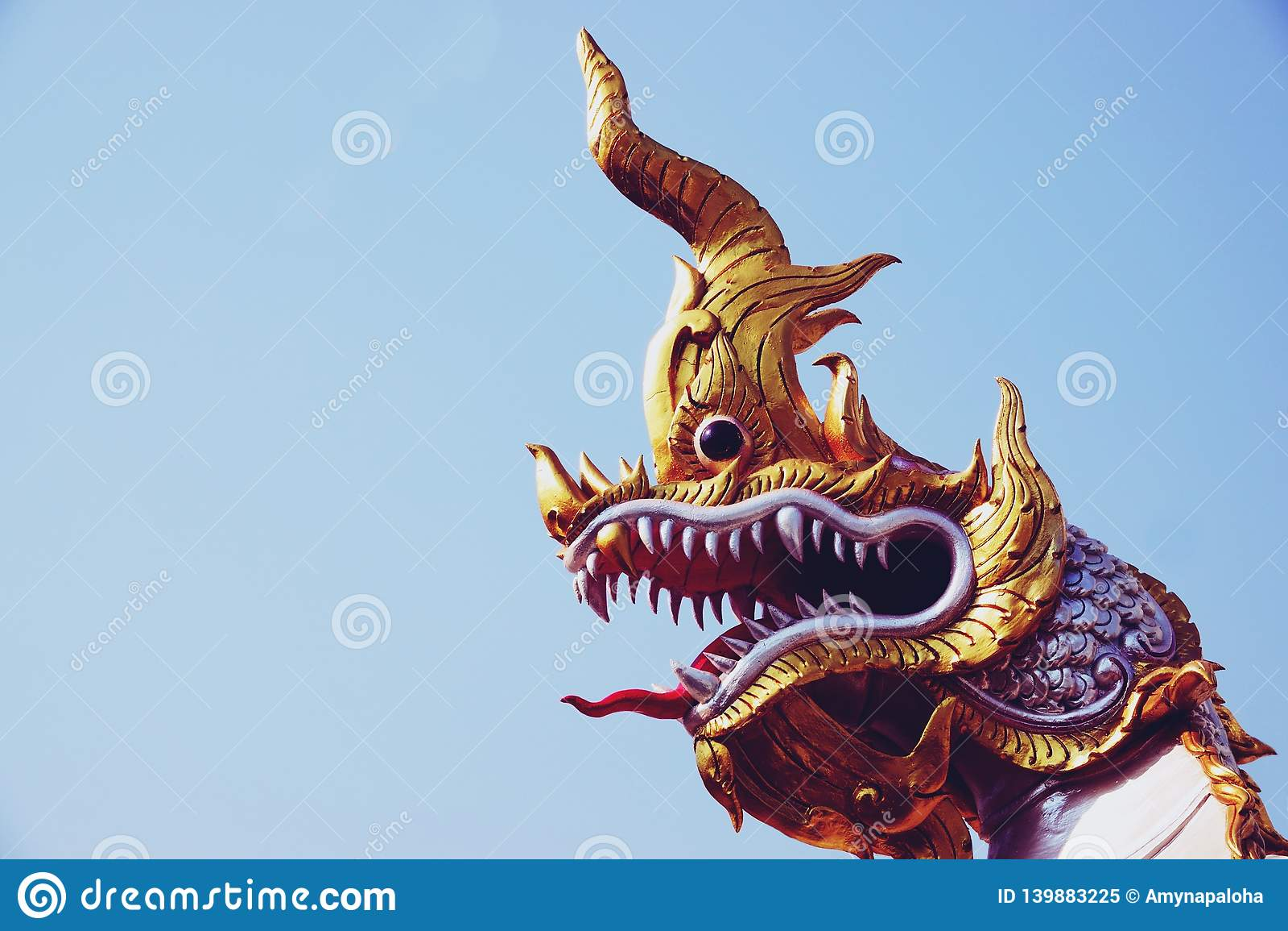 Chachoengseo,泰国2月3日2019年:纳卡人或蛇雕象,佛教,泰国寺庙信仰