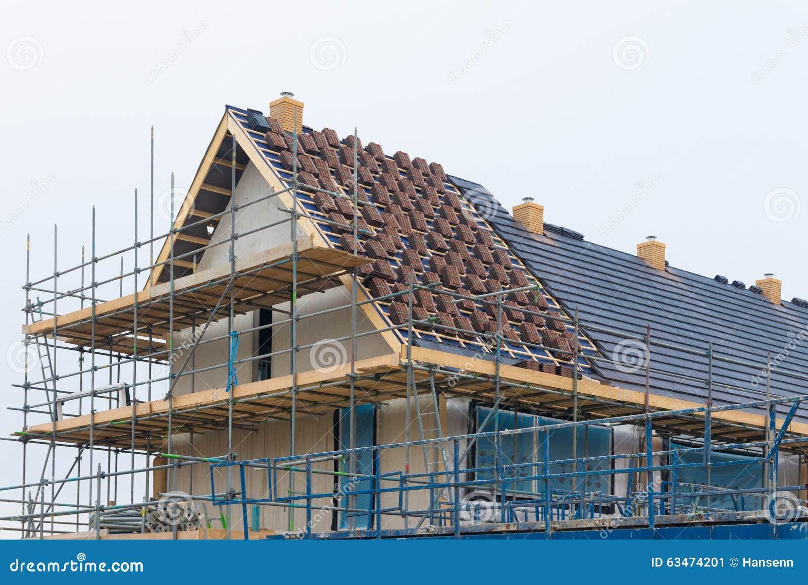 Chafaudage sur la nouvelle maison photo stock image for Www conception de la nouvelle maison