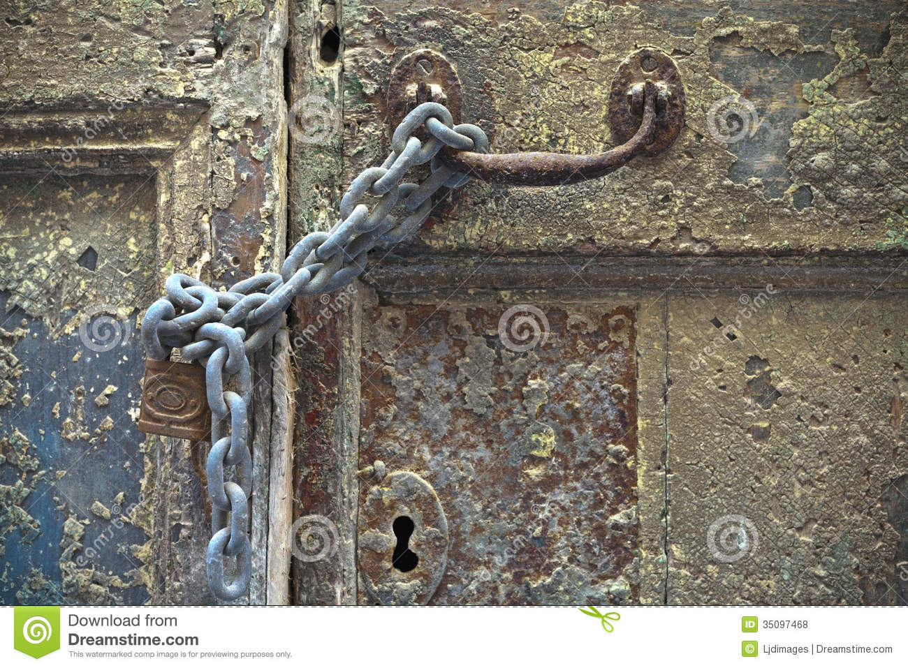chained door ... & Chained And Padlocked Door Royalty Free Stock Photos - Image: 35097468 Pezcame.Com