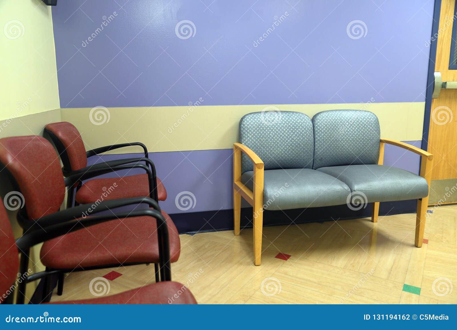 Chairs att vänta för lokal