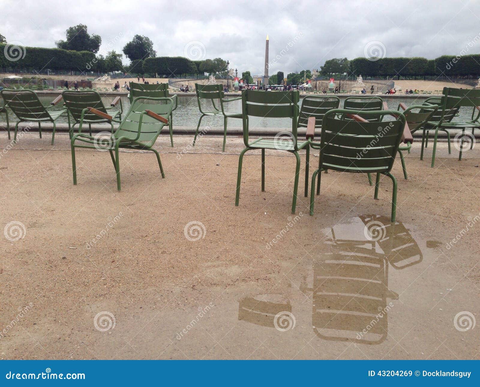 Download Chairs parisian fotografering för bildbyråer. Bild av paris - 43204269