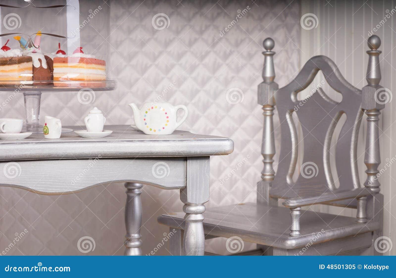 Superbe Chaise Argentée à L Ensemble De Table De Salle à Manger Pour Le Thé Avec Le