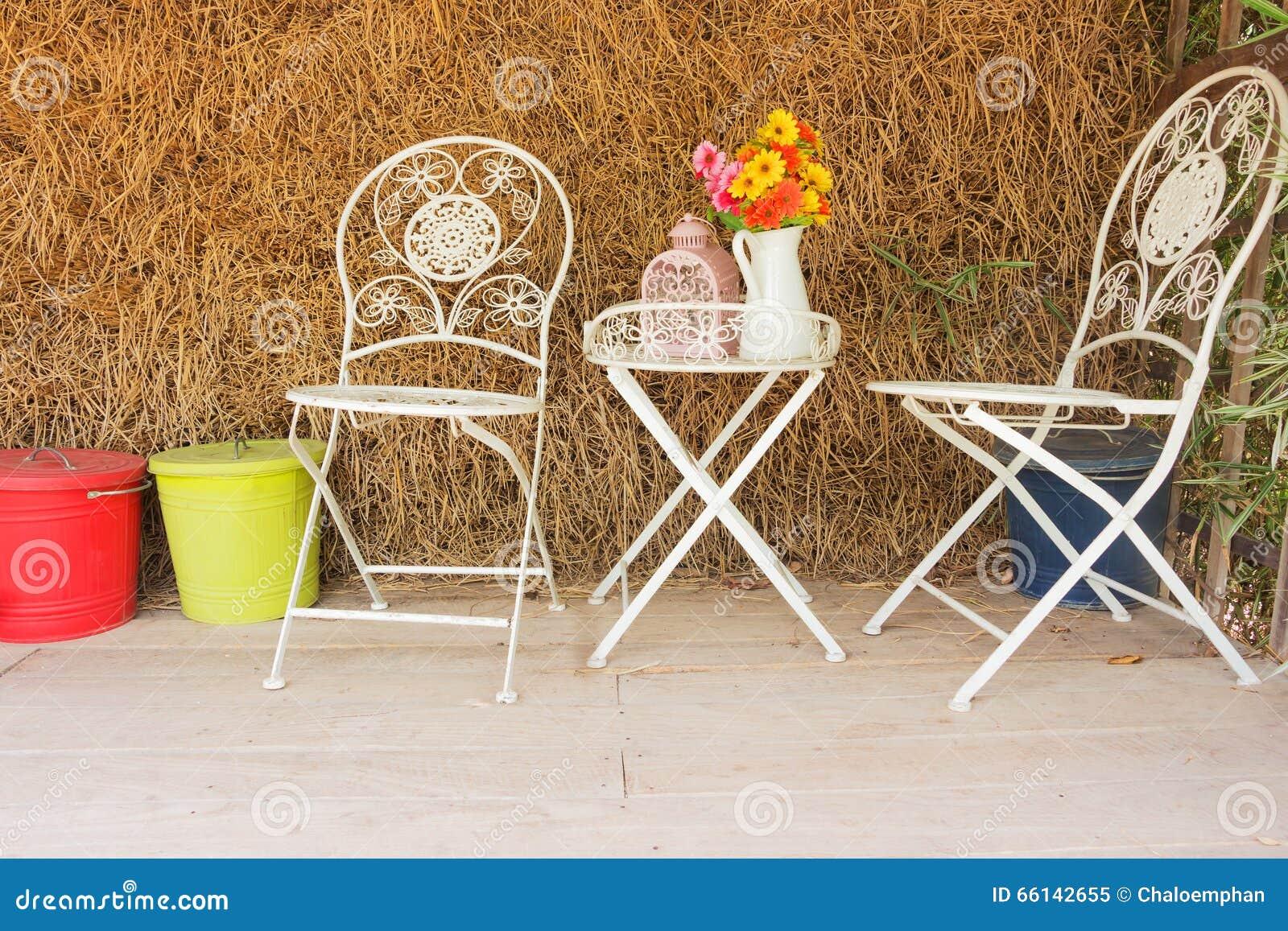 Chaise Blanche Avec La Paille