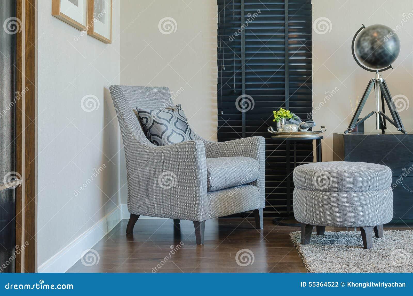 Chaise Classique De Style Et Banc Rond Avec Le Rideau Noir ...