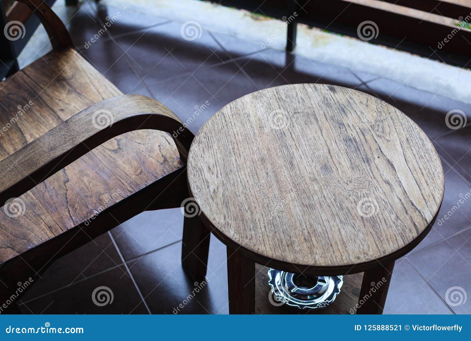 Chaise En Bois Et Table De Modèle Tropical Traditionnel D ...
