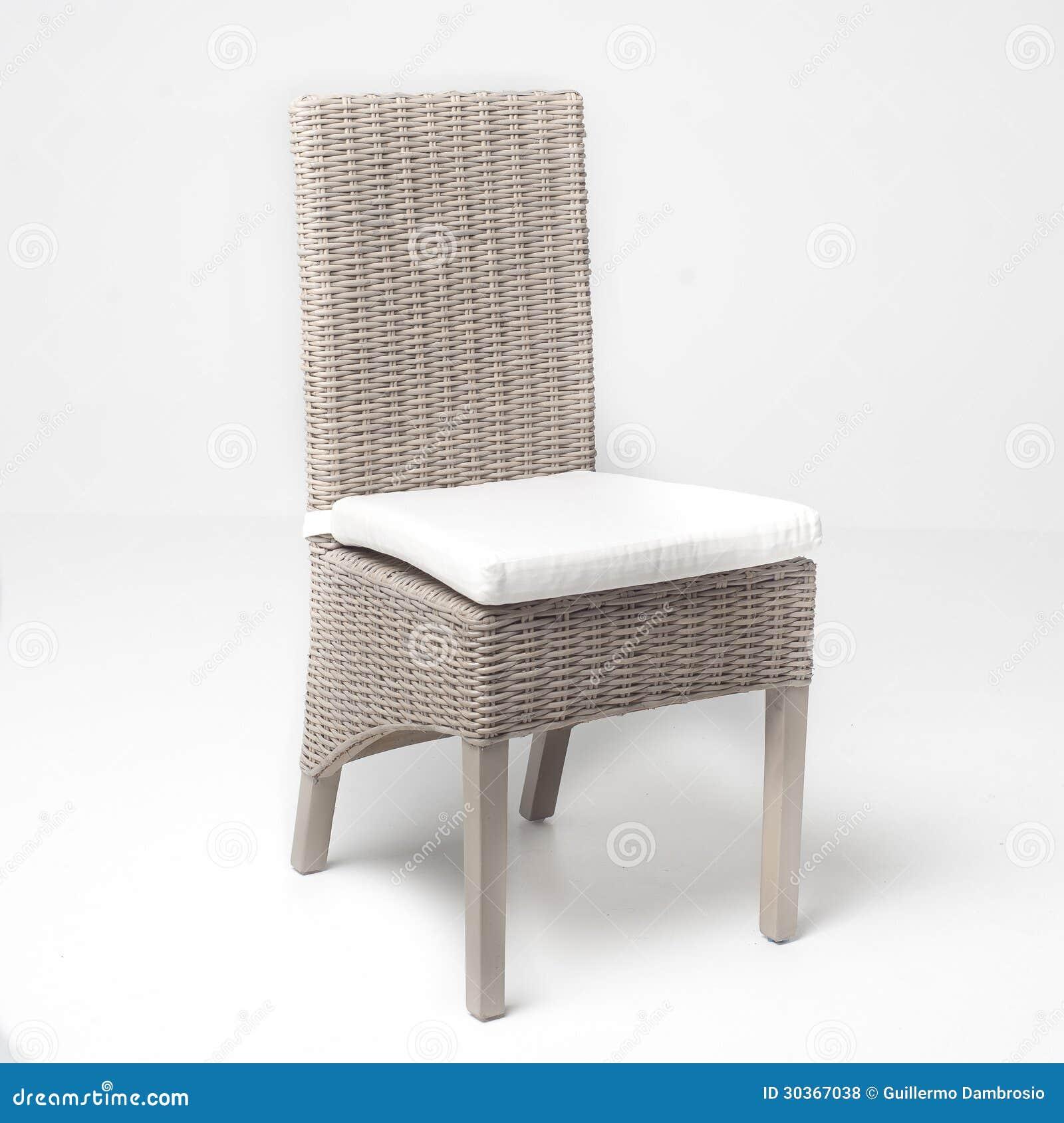 Chaise en osier blanche photos libres de droits image for Chaise en osier blanc