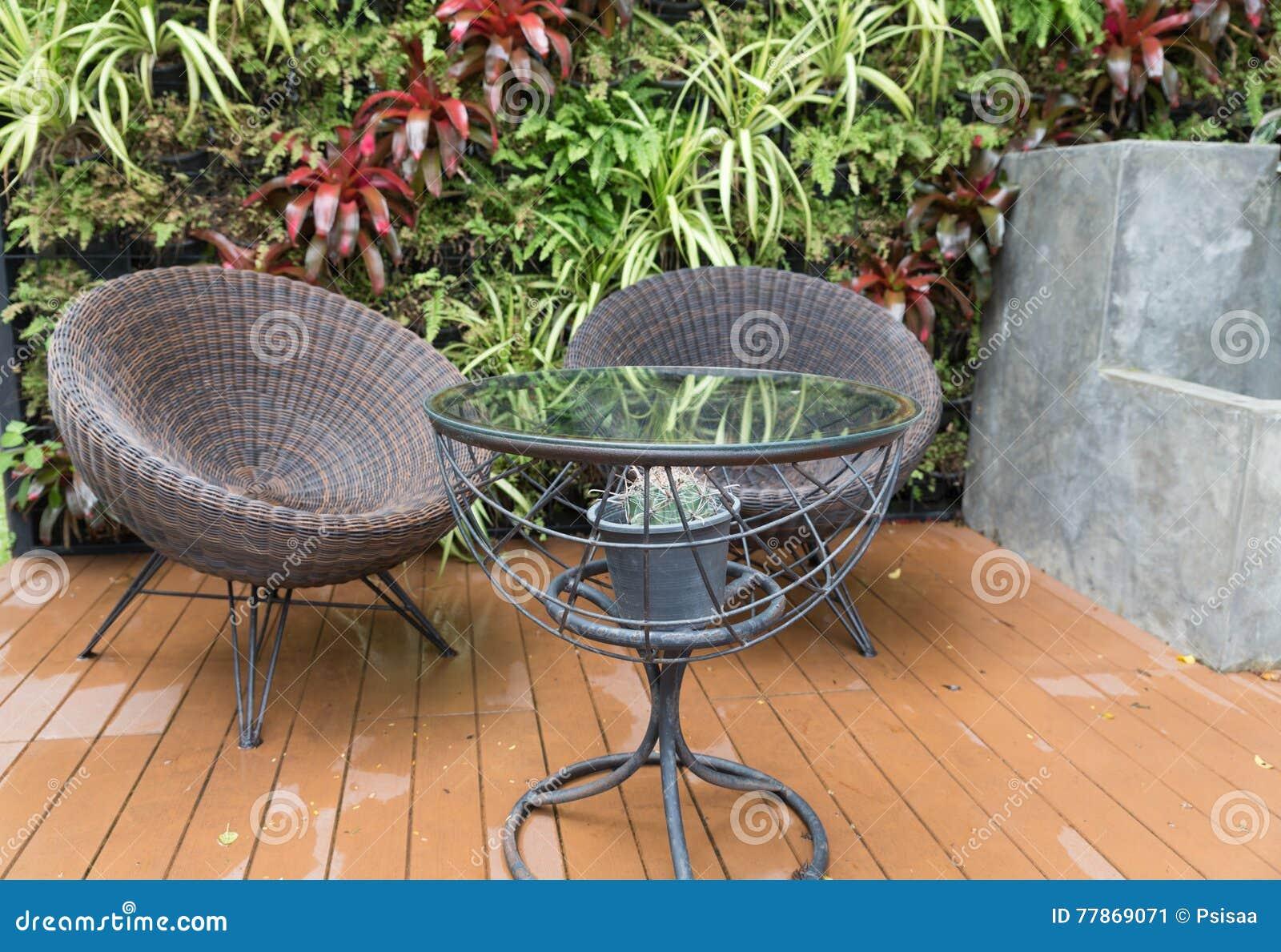 Chaise et bureau vintage en bois et osier par roger landault en