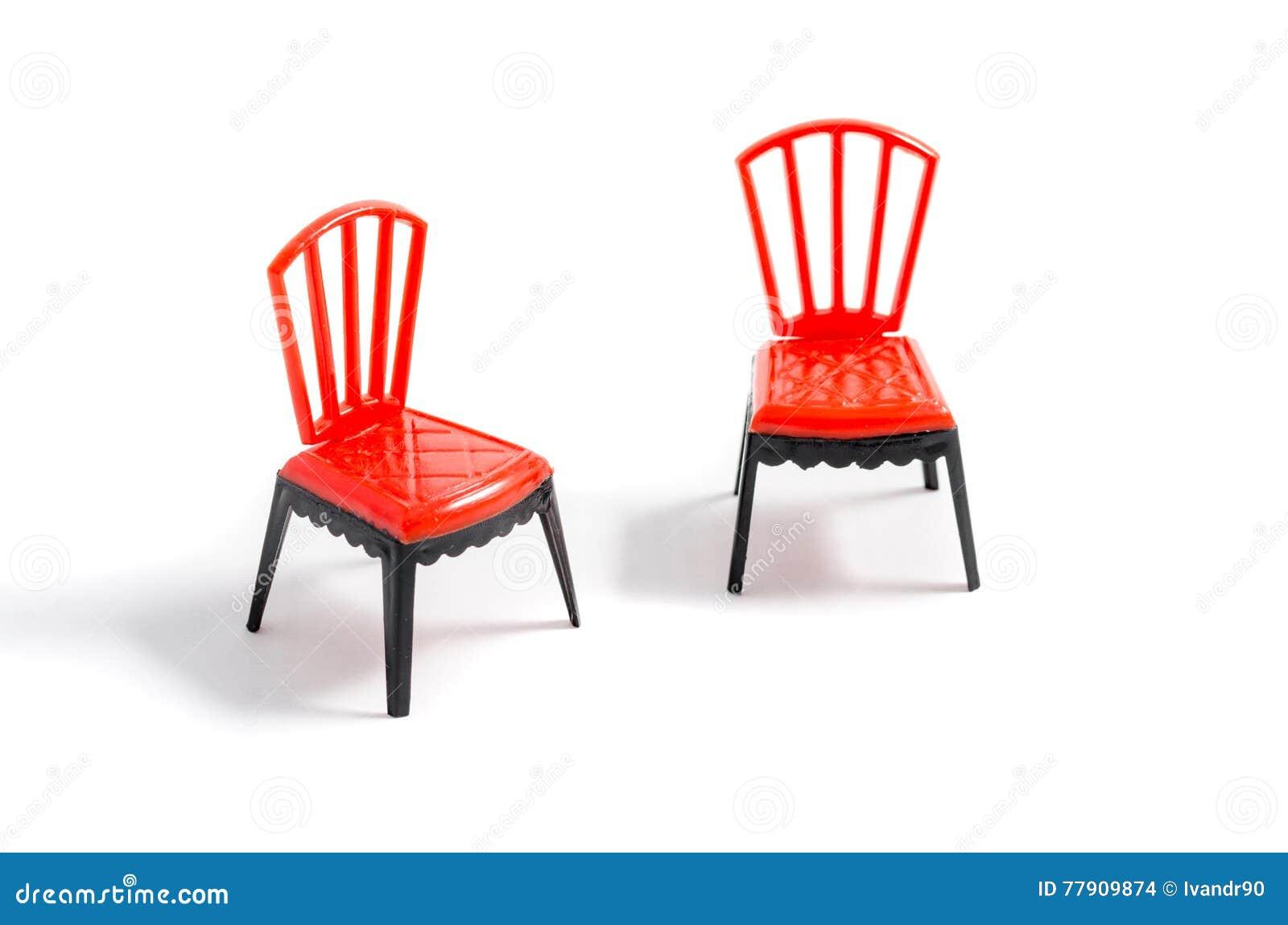 Download Chaise En Plastique Rouge Sur Le Fond Blanc Photo Stock