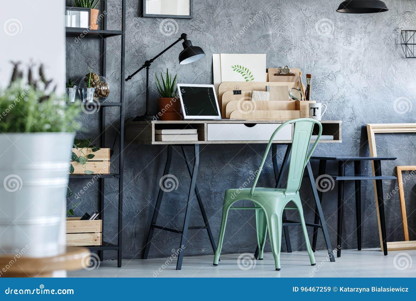 Bureau Metallique Industriel Vintage chaise et bureau de vintage de turquoise image stock - image