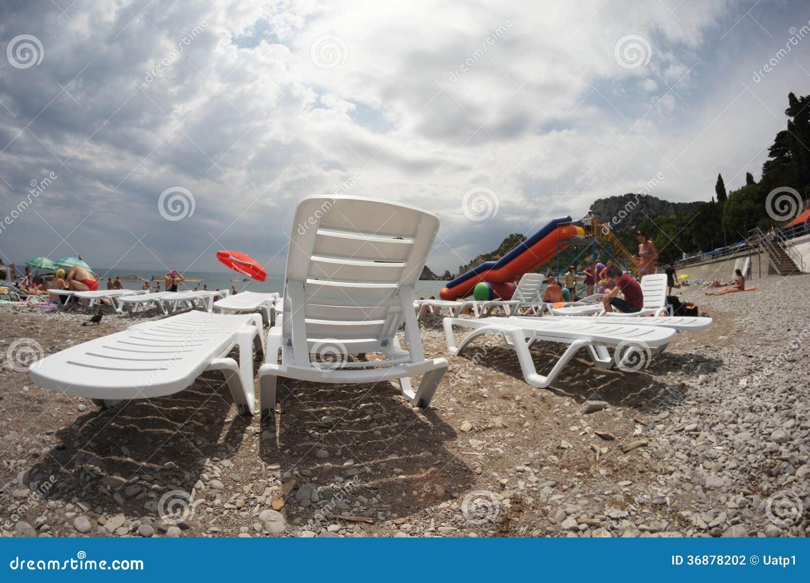 Download Chaise longue fotografia stock. Immagine di estate, coastline - 36878202