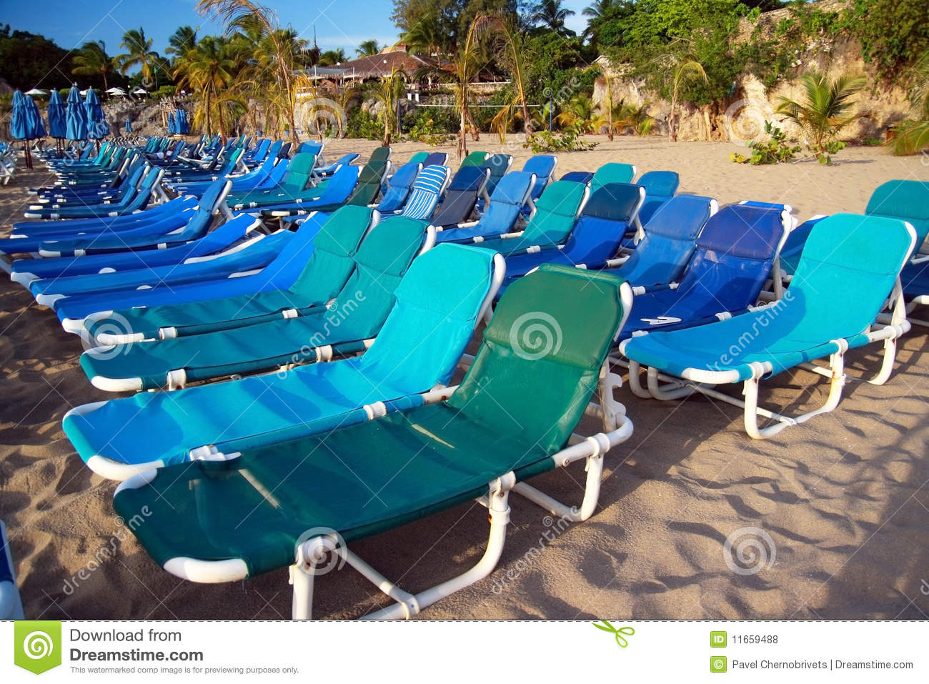 Chaise longues on beach royalty free stock photos image for Beach chaise longue