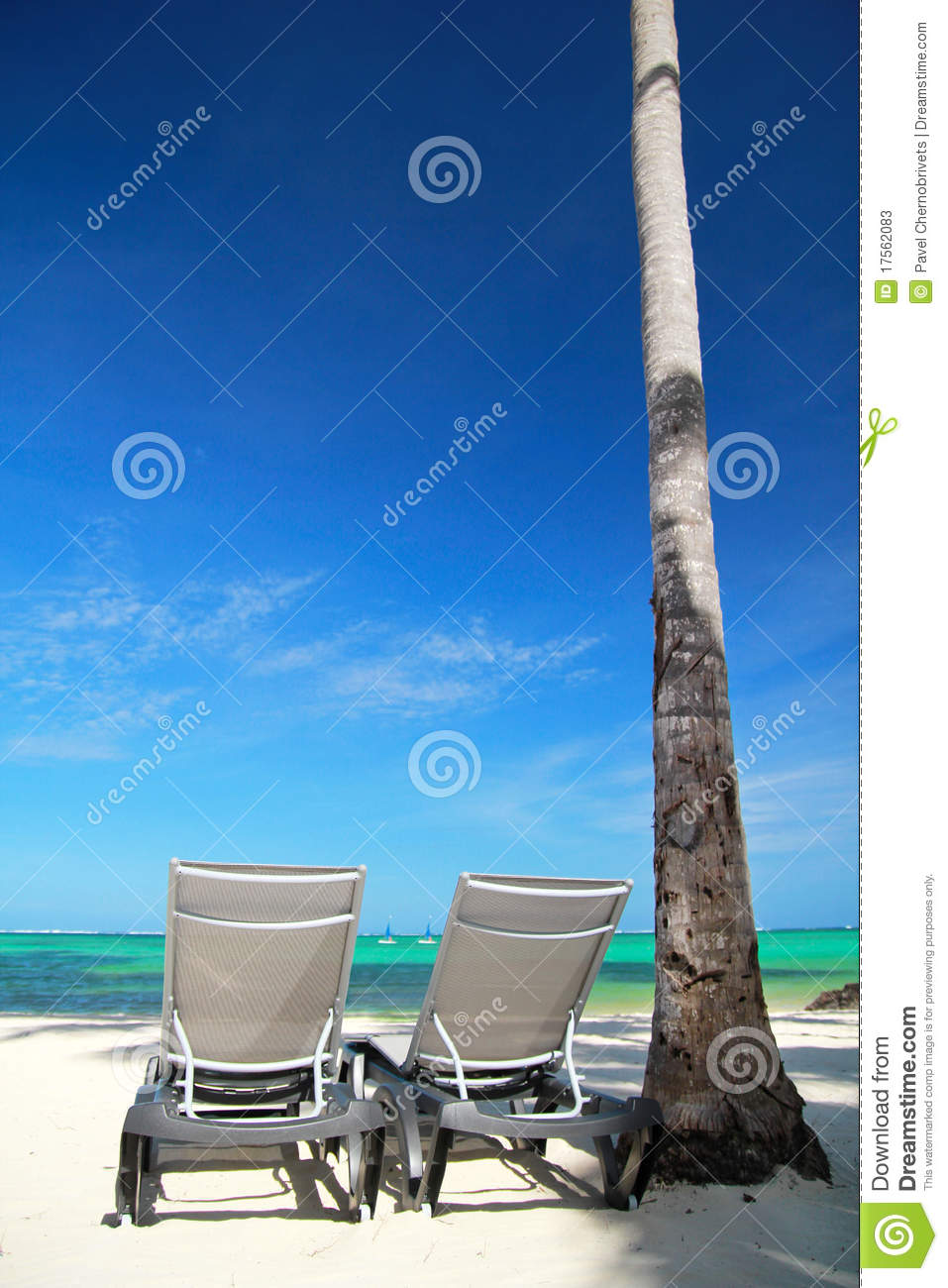 Chaise longues on tropical beach stock photos image for Beach chaise longue