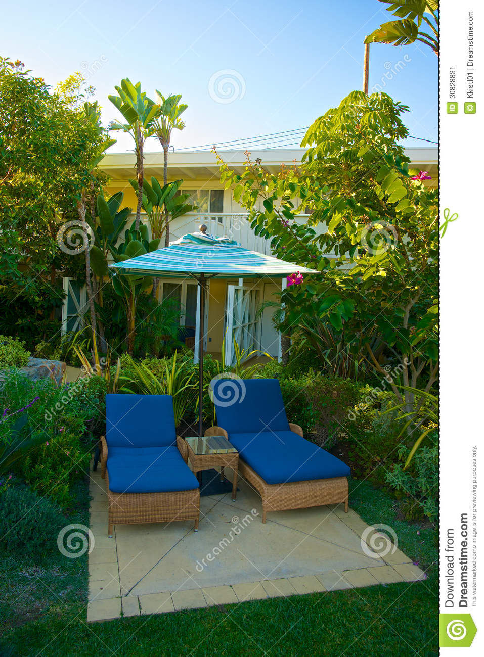 Chaise Lounge Setting tropicale