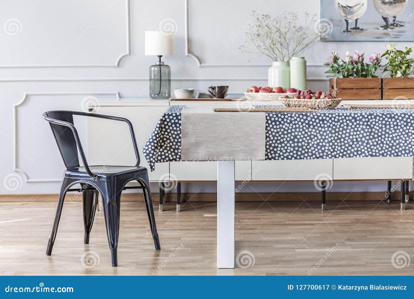 Chaise Noire à La Table Dans L Intérieur éclectique Blanc De
