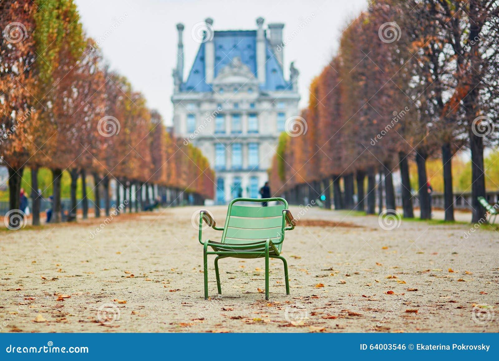 Typique Parisienne De Photo Dans Jardin Parc Chaise Tuileries Le BorxWdCe