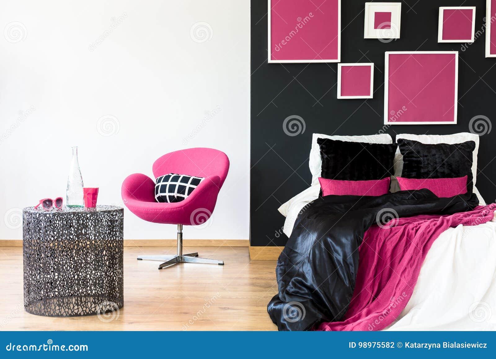 Chaise Rose Dans La Chambre A Coucher Girly Photo Stock Image Du
