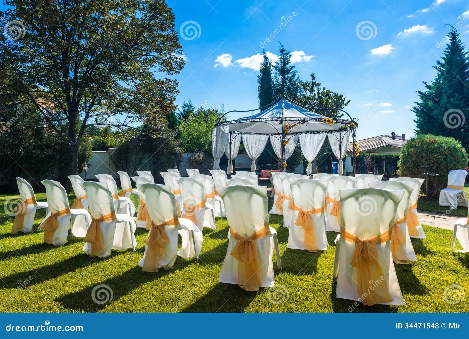 reception de mariage en plein air. Black Bedroom Furniture Sets. Home Design Ideas